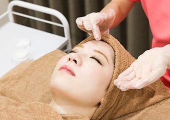 姫路メディカルクリニックのシワ・たるみ治療 ケミカルピーリング画像